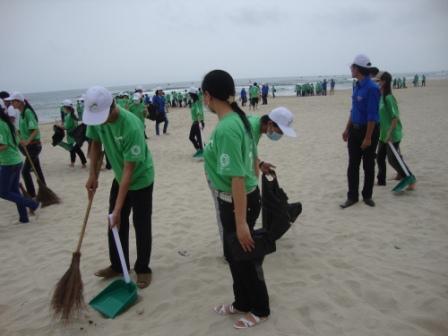 SV Đông Á làm sạch biển