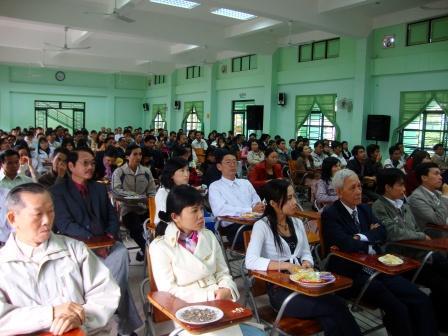 Tập thể ĐH Đông Á trong ngày gặp mặt đầu năm