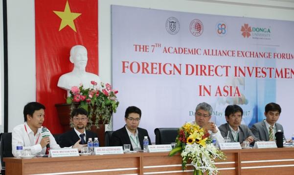 Phần báo cáo của TS. Bùi Văn Viễn - Trưởng khoa Quản trị Đại học Đông Á