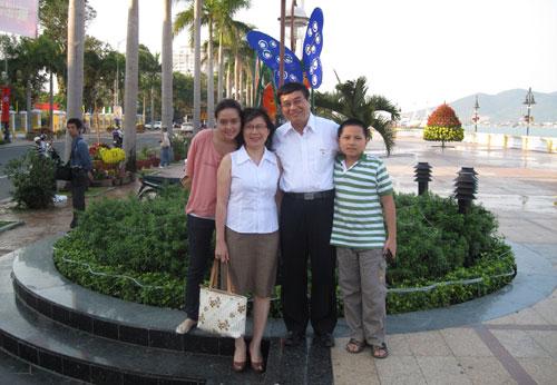 Những giây phút thảnh thơi của chị Nguyễn Thị Anh Đào bên tổ ấm gia đình.